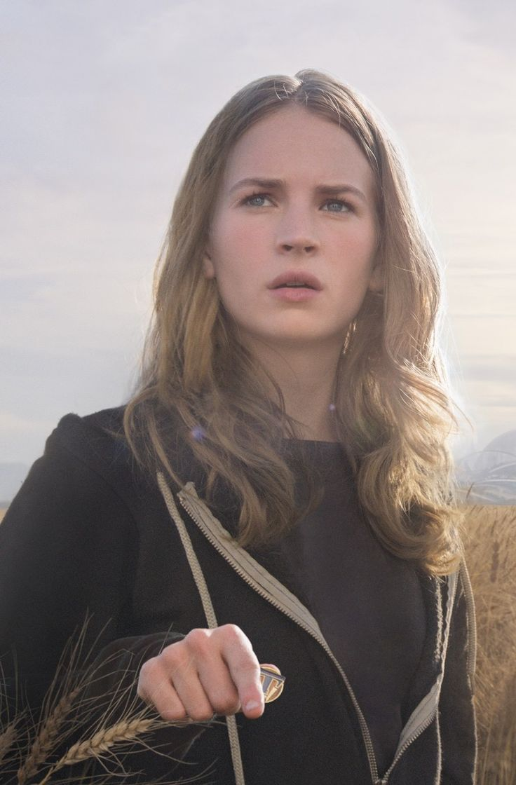 Britt Robertson as Casey, discovering the amazing world of Tomorrowland//