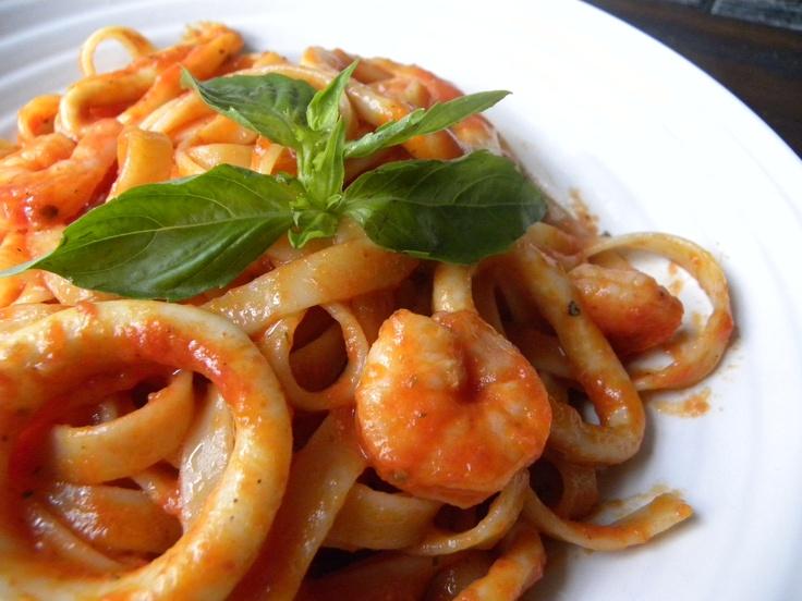 Fetuccini con calamares y camarones