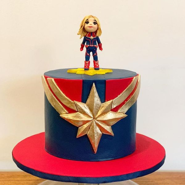 Great Captain Marvel Cake With Images Marvel Birthday Cake