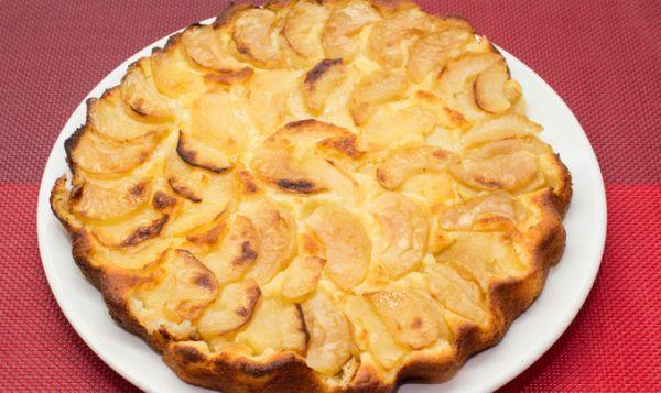 Kolay Elmalı Turta Tarifi Nasıl Yapılır? Lor peyniri ile üzerinde elma dilimleriyle çok lezzetli bir turta tarifi. Yapılışı ve hazırlanışı çok kolaydır, pişirme süresi 40-45 dakika. Turta hamuru hazırlanır, üzerine elma dilimleri dizilir üstüne tereyağı şeker karışımdan sürülerek fırında pişirilir. Kolay elmalı turta tarifi malzemelerini yazalım un, elma, tereyağı, lor peyniri, yumurta, kabartma tozu. Afiyet […]