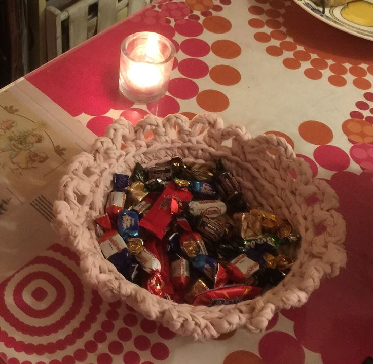 Crocheted basket for sweets. Designed and made by Findian Annikki Matthan.