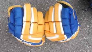 http://www.100orless.ca/AdView/18766/hockey-gloves-size-12 100orless: Buy and Sell New and Used Mobile, Laptops, Photography, Spa, Electronics, Books, Clothing, Jewellery, Handbags, Sports, Pets, Furniture, Automotive, Service, Beauty, Models, Entertainment at 100orless Within $100