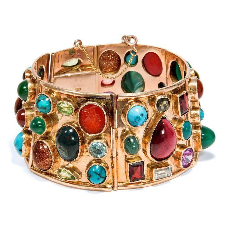 Walk like an Egyptian - Spektakuläres Gold-Armband mit Farbsteinen, Ägypten datiert 1953  von Hofer Antikschmuck aus Berlin // #hoferantikschmuck #antik #schmuck #Armbänder & Armreife #antique #jewellery #jewelry // www.hofer-antikschmuck.de
