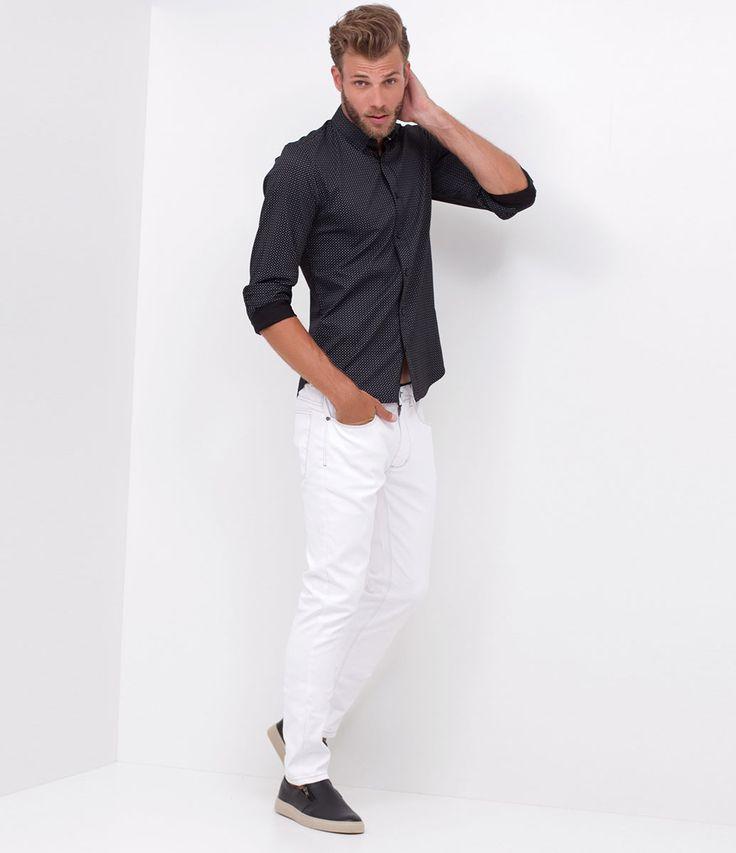 Calça masculina    Modelo skinny    Resinada    Marca: Request    Tecido: sarja    Modelo veste tamanho: 42         Medidas do modelo:         Altura: 1,88    Torax:101    Cintura: 81    Quadril: 90         COLEÇÃO VERÃO 2017         Veja outras opções de    calças masculinas.