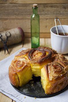 La torta di rose della zia Delia è soffice, con una crosticina croccante ottenuta da burro e zucchero. La più buona al mondo! Leggi subito la ricetta!