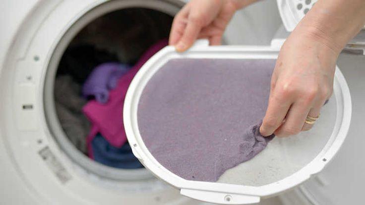 Das Flusensieb des Wäschetrockners bedarf einer regelmäßigen Reinigung. #Haushalt #Lifehacks #Wäsche #Waschen #Trocknen #Haushaltshilfe