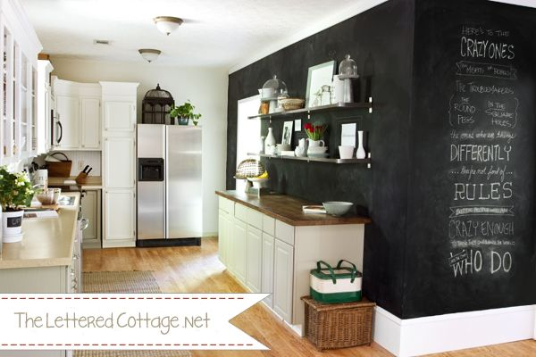 I think I will paint my blank wall in my kitchen with chalkboard paint...maybe!: Cottages Kitchens, Chalkboards Paintings, Chalk Wall, Chalk Boards, Paintings Wall, Black Chalk Paintings, Black Wall, Black Chalkboards, Chalkboards Wall Bedrooms