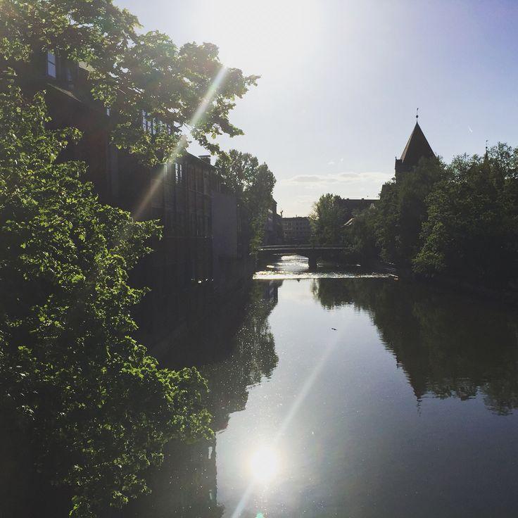 Der Lebensquell unserer Stadt: die Pegnitz. Hier fototgraphiert von der Brücke bei unserem Multiplex-Kino Cinecitta
