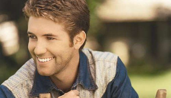 Josh Turner, the whitest teeth i've ever seen :]