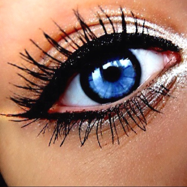 Love the silver: Eye Makeup, Cat Eye, Eyeliner, Eye Colors, Bright Eye, Blue Eye, Eyemakeup, Eye Liner, Green Eye