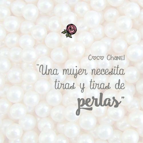 """""""Una mujer necesita tiras y tiras de perlas"""" - #CocoChanel #Mujer #Accesorios #Frases"""
