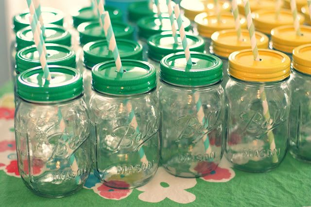 mason jar sippy cups: Paintings Mason Jars, Kids Parties, Mason Jars Cups, Birthday Parties, Mason Jars Lids, Sippy Cups, Parties Favors, Parties Ideas, Mason Jars Parties