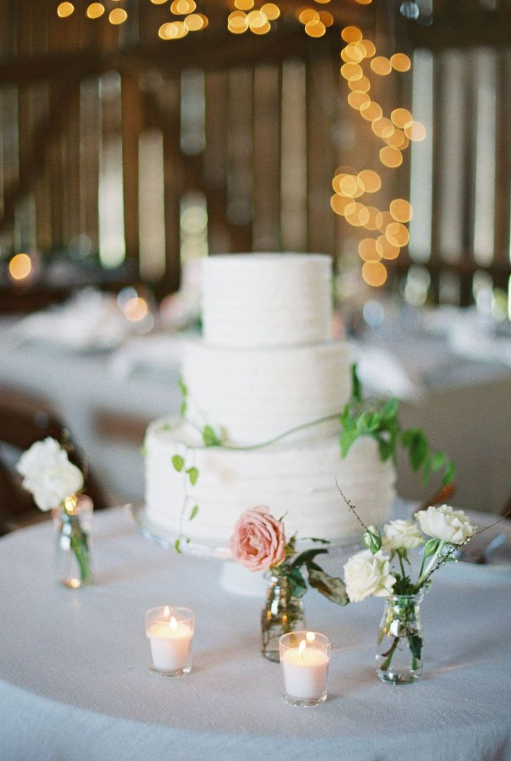 La Tavola Fine Linen Rental: Tuscany Natural   Photography: Renee Lemaire Photography, Styling, Planning & Stationery: The Wildflowers, Florals: Isibeal Studio, Rentals: A Classic Party Rental, Venue: Barn Swallow Farm, Cake: Heavenly Sweets