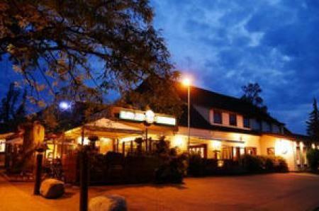 Burgdorfs Hotel & Restaurant GmbH & Co. KG Hohe Straße 21 27798-Hude http://www.hotelburgdorf.upps.eu Übernachten Sie im Herzen von Hude. Bahnhof, Hallen- und Freibad sowie die Klosterruine lassen sich bequem zu Fuß erreichen. Auch der Golfplatz liegt in unmittelbarer Nähe. Nach einem erholsamen Schlaf in unseren neuen Zimmern erwartet Sie ein leckeres Frühstück. Alle Zimmer sind Nichtraucherzimmer.