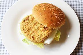 Gli hamburger di ceci sono vegetariani, light e sani. Ceci, scalogno e senape un mix che vi stupirà! Potrete preparare dei panini squisiti o accompagnare gli hamburger di ceci con delle verdure.