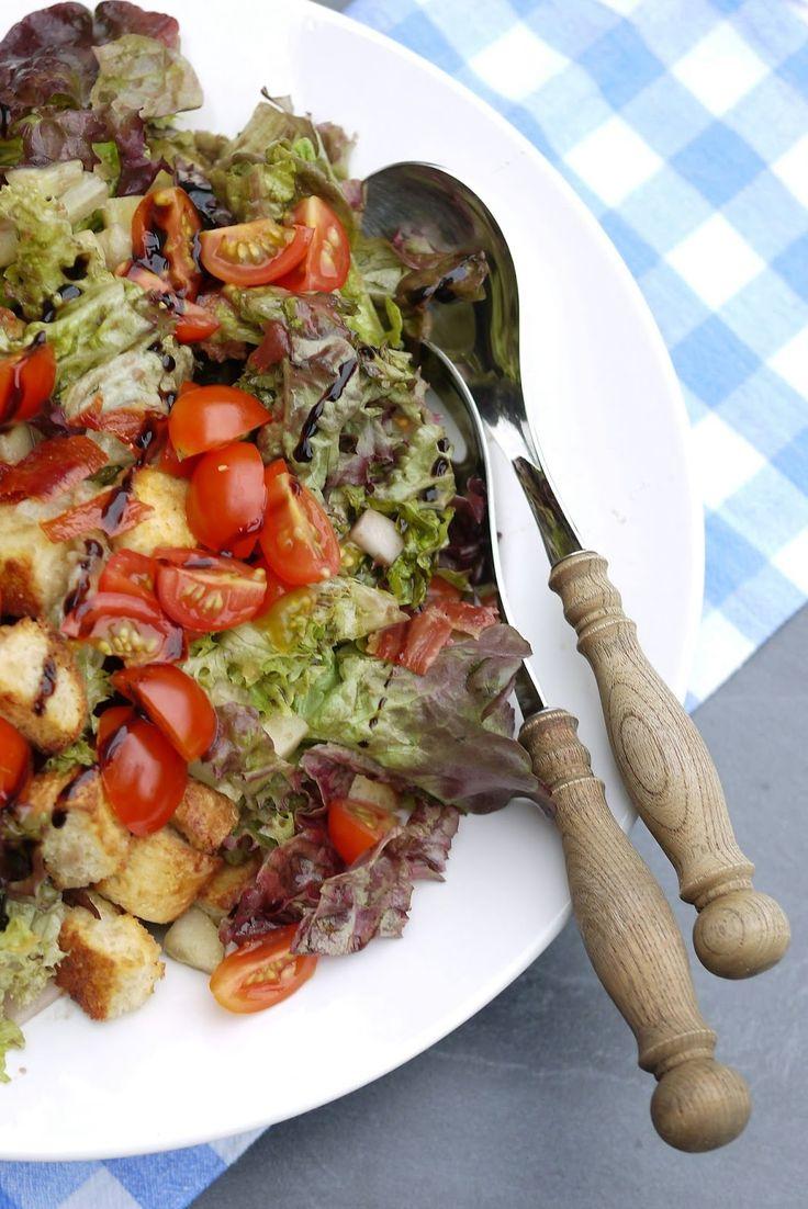 Salat, Brotsalat, Brombeerdressing, Brot, Tomaten, Outdoor Kitchen, Grillen, Grillbeilage, Beilage