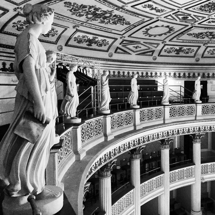 Un particolare del teatro della Fortuna di Fano: Sala Poletti. Un grande ed elegante sala a ferro di cavallo, con tre ordini di palchi e loggione a balconata con statue. Può tenere fino a 595 posti circa.  #teatro #Fortuna #Fano #fanum #fortunae