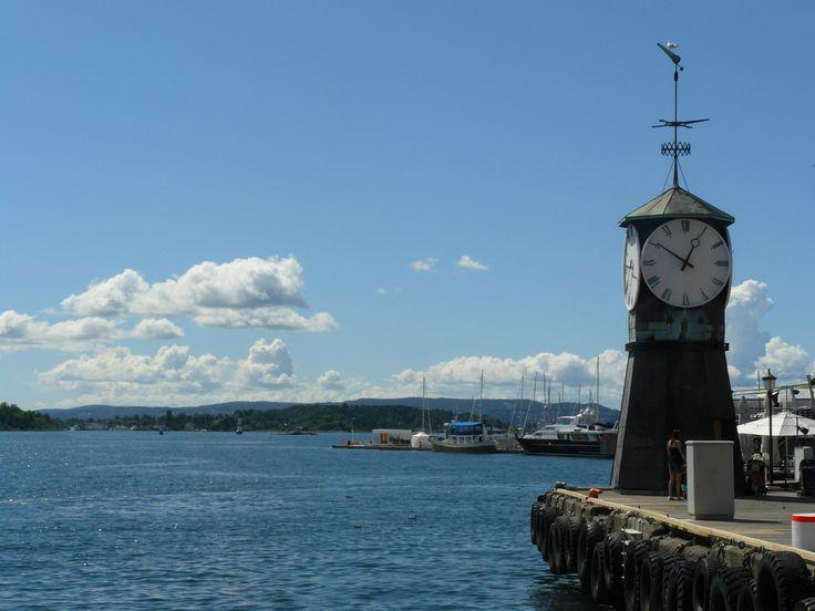 18 July: tyhle hodiny jsou kdovíproč na skoro všech pohlednicích Osla..