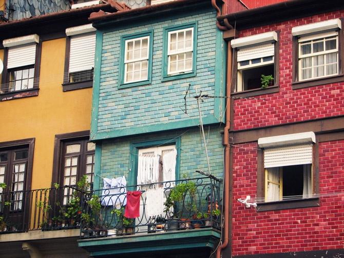 adoro azulejo colorido e brilhante    via http://meiomaio.blogspot.pt/