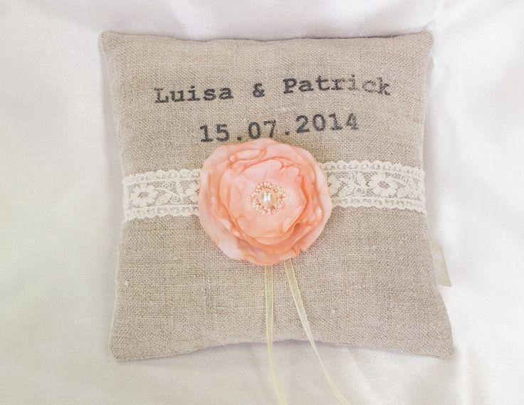 Vintage Ringkissen mit Namen und Datum Hochzeit  von Candelle-Nähdesign auf DaWanda.com