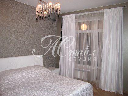 Шторы для спальни в современном гламурном стиле.