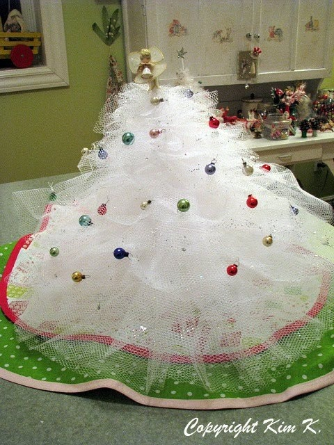 Tulle Christmas Trees! ~ Best tutorial I could find