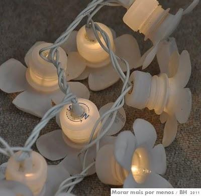 Light garland Upcycle Recycle Decor craft Idea DIY Easy Cheap +++ GUIRNALDA DE LUCES RECICLA REUTILIZA BLANCA FACIL BARATA ECO Lampki z butelek plastikowych