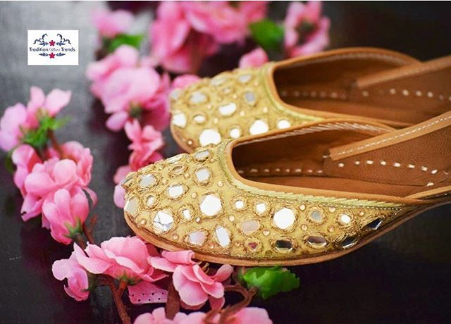 WEBSTA @ tradition_meets_trends - And the magic of mirror continues💫✨We call it Beauty at its best😍Clean work and perfect finishing create this magic❤To place order Dm us or whts app us @09897101655 mojris#juttis#jhooti#designerjuttis#ghungroojuttis#weddingshoes#Indianshoes#Handmade#Khussas#Indianstreetfashion#jhuti#Bride#Fashion#stay#happy#stay#stylish#love#Traditionmeetstrends#juttis
