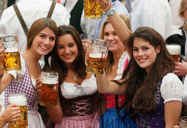 http://inredningsvis.se/travel-inspiration-salzburg-osterrike/  austrian-national-dress-girls
