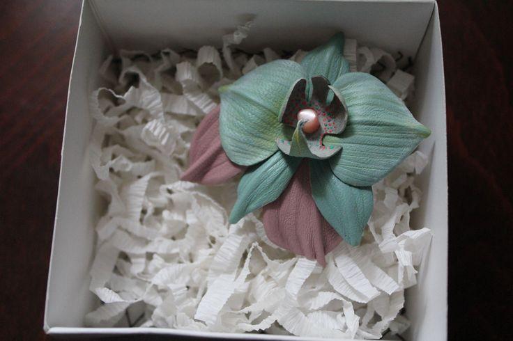 Брошь - орхидея из натуральной кожи.... Заколка, зажим, украшение из кожи, брошь из кожи, leather бутоньерка,брошь.... brooch made of leather