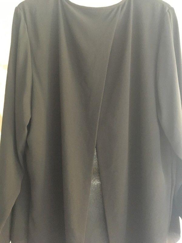 Mein schicke schwarze Bluse von H&M von H&M! Größe 52 / 5XL / 24 für 20,00 €. Sieh´s dir an: http://www.kleiderkreisel.de/damenmode/blusen/155568806-schicke-schwarze-bluse-von-hm.