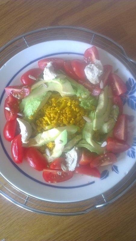 @Tuinvrouwtje twitterde ons een foto van de smakelijke Happy Haantjes Omelet; m'n scrambled tofoe ontbijt/lunch-recept uit kookboek Puur Plantaardig.  Maak ook een foto met je mobiel, twitter of facebook 'm en we plaatsen jóuw vegetarische of puur plantaardige recept op het deVegetariër receptenforum.
