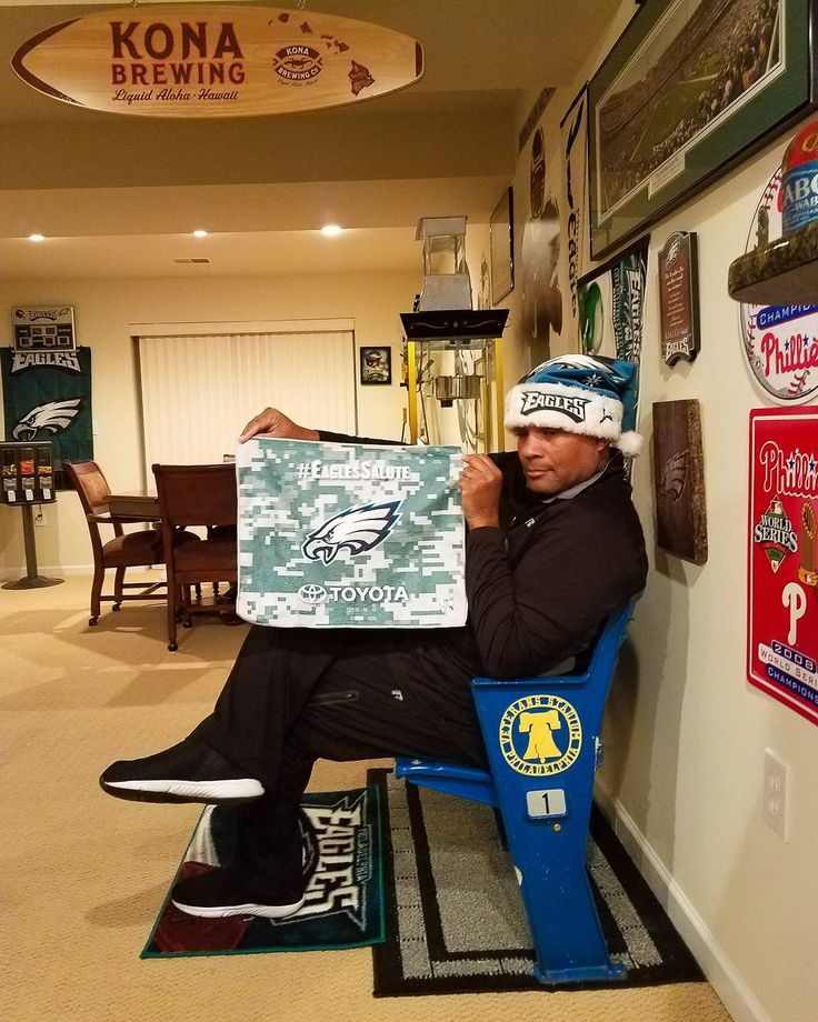 If you are truly from The Illidelph you will recognize that I'm celebrating a Eagles victory in my Seats from the most feared Stadium the World has ever seen...Veterans Stadium #FlyEaglesFly #philly #philadelphiaeagles #veteransstadium #illidelph #oldschool #nfceast #dallassucks #kellygreen #phillies #phillytilidie