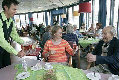 Download het Wetenschapswinkelrapport 'Smakelijk eten; Aandacht voor eten bij het Leger des Heils' http://www.wageningenur.nl/nl/show/Aandacht-voor-eten-en-maaltijdbeleving-bij-het-Leger-des-Heils.htm