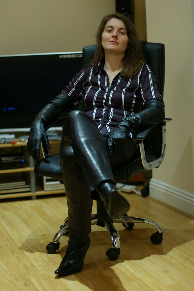 Immediate Wife in leather fetish Knigge