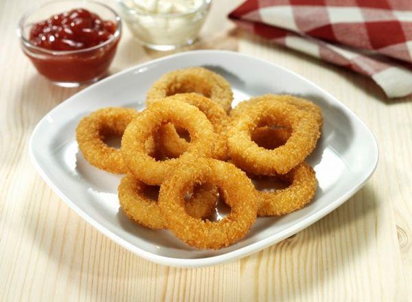 anelli di cipolla fritti con salsa ranchera / onion rings