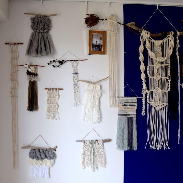 asamisekiguchiさんの、マクラメ編み,IKEA,ドライフラワー,マクラメタペストリー,カフェ風,IG→a___.s___,DIY,モノトーン,ハンドメイド,流木アート,流木タペストリー,ウォールハンギング,雑貨,海外インテリアに憧れる,北欧,ナチュラル,タペストリー,ウォールデコレーション,weaving,部屋全体,のお部屋写真