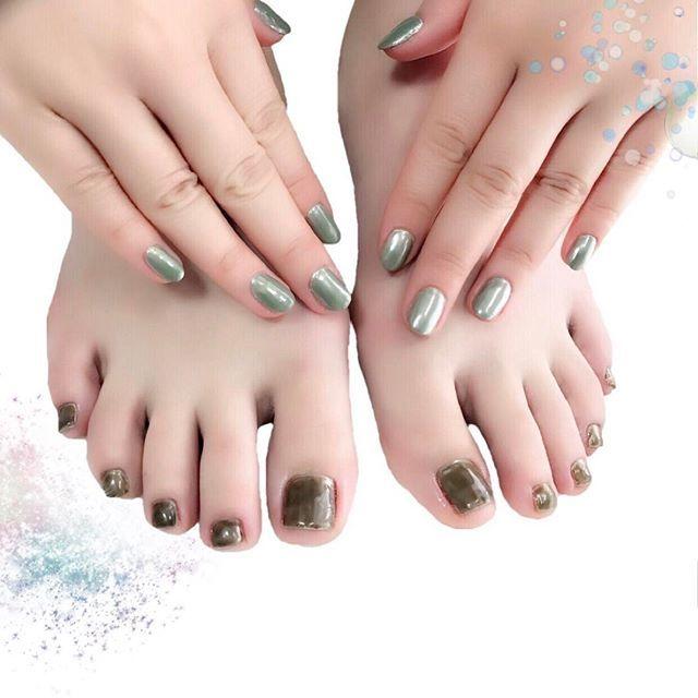 ミラーとシアー ピアドラのメタリックなミラーネイルに上からMissMirageNW32+M37(ペディ).ハンドは後ほど追記します) #nail #nails #nailart #ネイル #美甲 #ネイルアート  #clou #nagel #ongle #ongles #unghia #ミラーネイル #メタリックネイル #metallicnails #Licaxxx さん