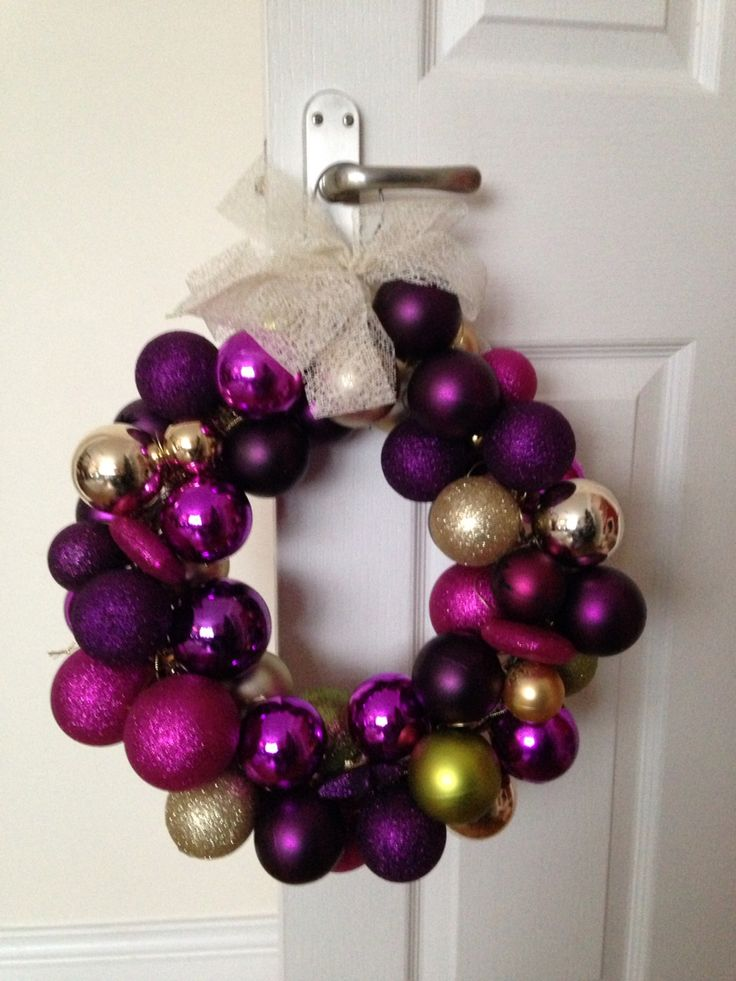 Bauble wreath made with wire coat hanger