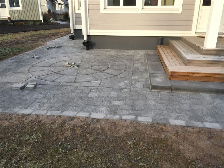 Pavered backyard using Benders Troja Antik Graphite 210x140mm and Labyrint side of same brick as border. Center is Benders Orion Ring Maxi