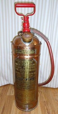 FORYOUR CONSIDERATION THE FOLLOWING IS AVAILABLE: SOUTHERN PACIFIC RAILROAD PUMP TYPE FIRE EXTINGUSHER COLLECTORS ITEM #: H2 DESCRIPTION : An early steam era railroad Fire Extinguisher that has the ""