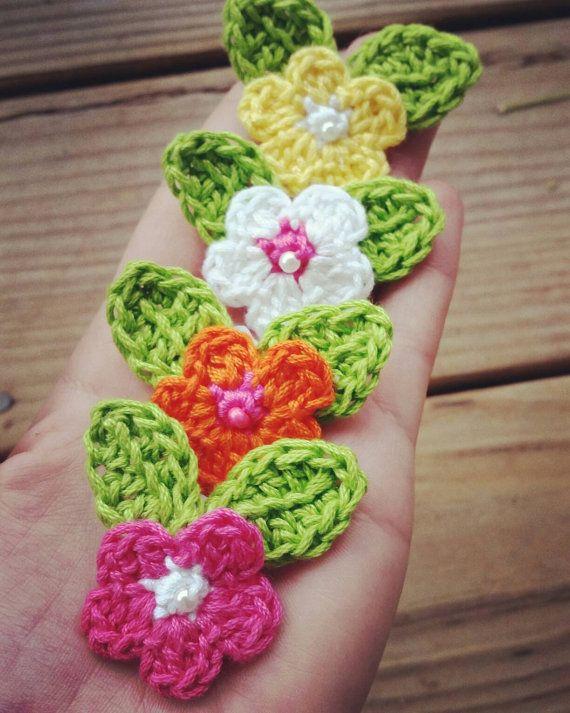 Broches de flores de ganchillo primavera por thetangledknot en Etsy