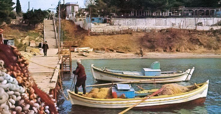 Νέα Κρήνη (δεκαετία του 60) Μπροστά στου Μπάτη.