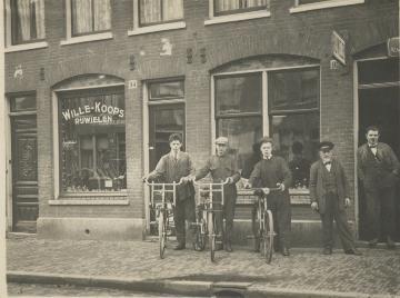 Fietsenwinkel, Pieter Nieuwlandstraat in de Dapperbuurt van Amsterdam