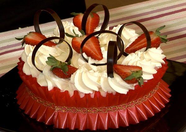 Strawberries Whipped Cream Cake (Torta con panna e fragole) |Italian Food Net