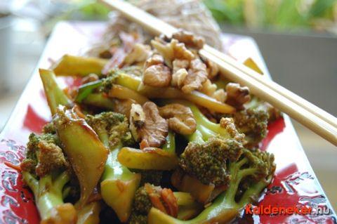 Wokban készült diós brokkoli