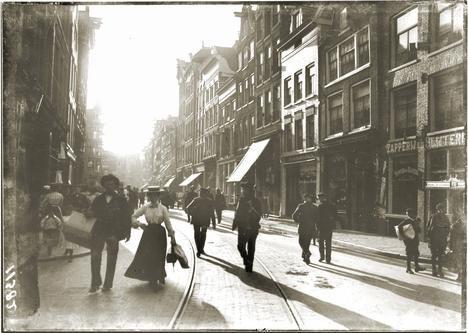 Kalverstraat, Amsterdam. Around 1900. By Breitner.