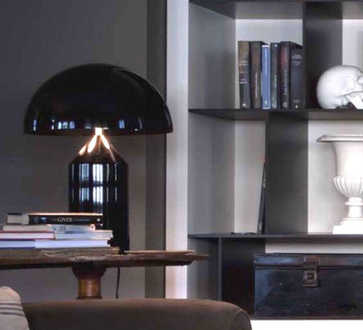 La lampe à poser Atollo noire est signée de Vico Magistretti et éditée en 1977 par la maison Oluce.  #lampeàposer #lampedetable #tablelamp #lamp #lampe #luminaire #lighting #éclairage #home #maison #iconedudesign #iconicdesign #seventies #années70 #vicomagistretti #oluce #noir #black