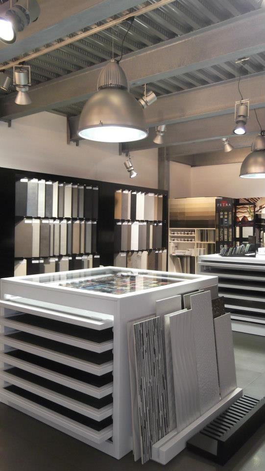 showroom design ideas