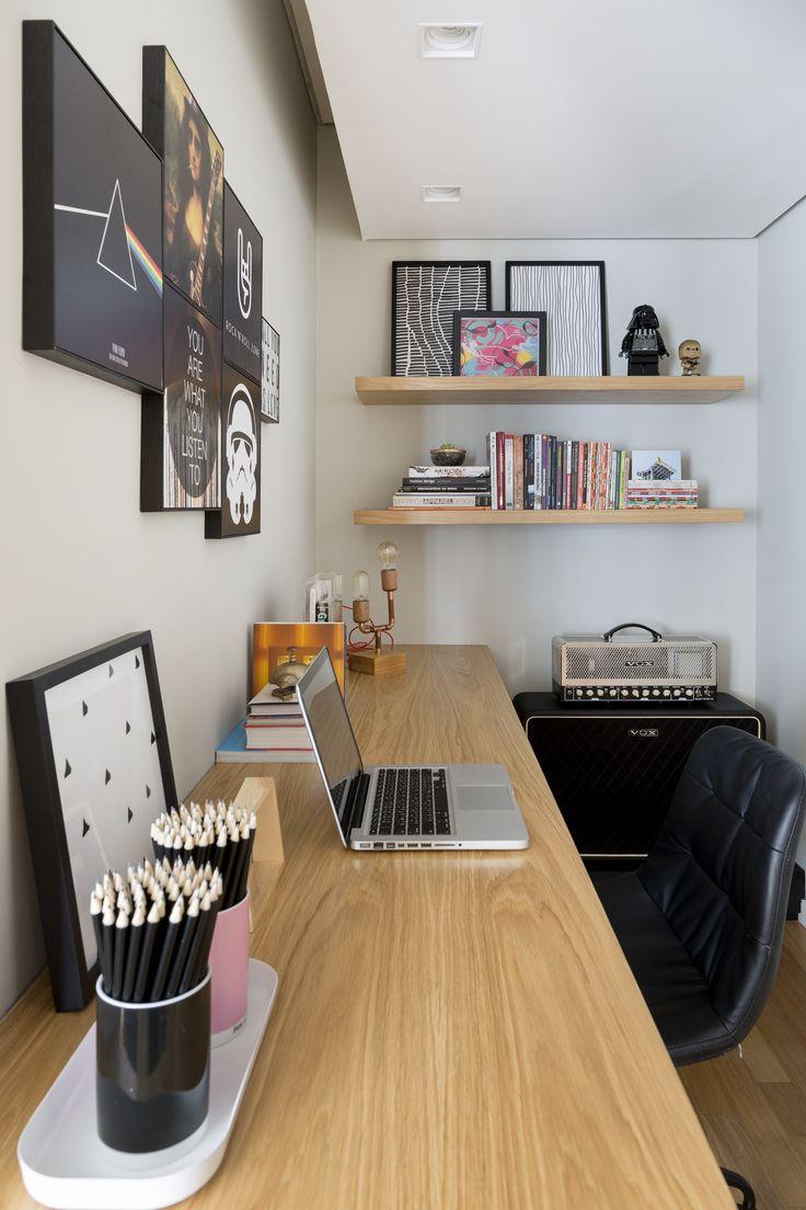 Home-Office mit Dekor, inspiriert von Rock- und Geek-Einflüssen